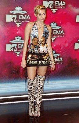 Miley Cyrus celebrates her 21st birthday weekend, brings her brows back
