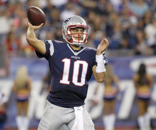 New England Patriots' Jimmy Garoppolo takes strange environment in stride