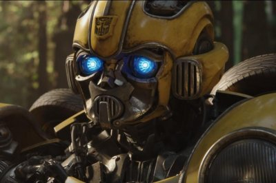 'Bumblebee' fights to protect earth, Hailee Steinfeld in new trailer