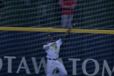 Brewers' Lorenzo Cain spoke to ball before robbing HR with game-winning catch