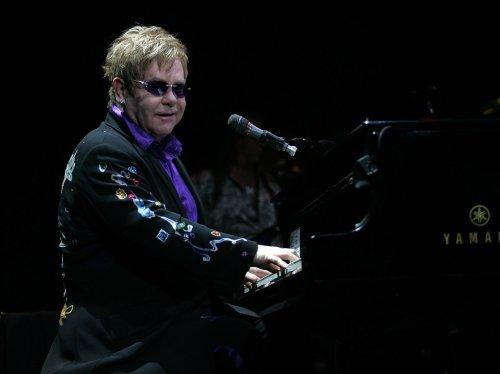 Elton John to serve as 'SNL' guest host