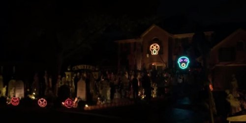 Naperville houses amaze with Halloween light show
