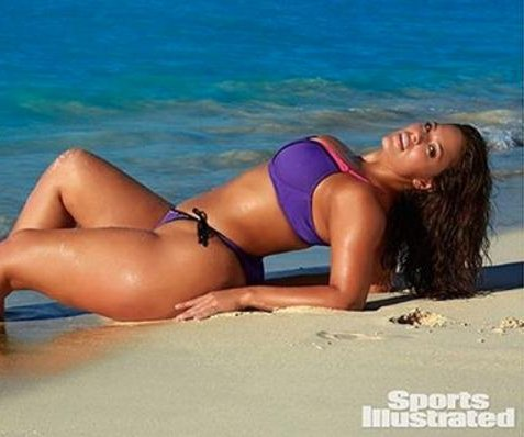 Plus-sized model Ashley Graham nabs Sports Illustrated swimsuit spread