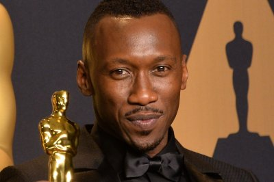 'Moonlight' star Mahershala Ali praises wife in Oscars speech