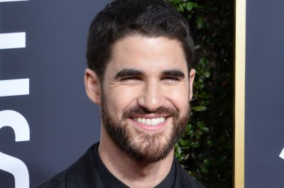 Darren Criss tweets he is engaged to Mia Swier