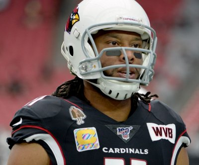 Arizona Cardinals re-sign veteran WR Larry Fitzgerald