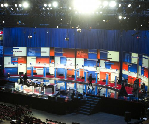 Early GOP debaters target Obama's orders, Clinton