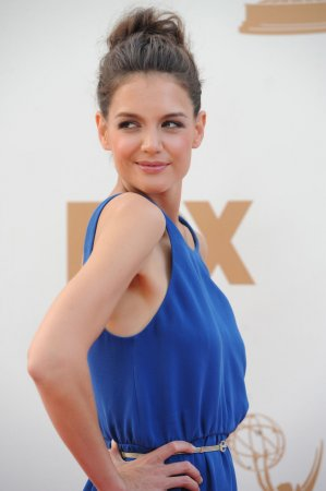 Holmes to guest star on TV's 'Mother'