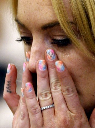 Lohan sports fingernail curse in court