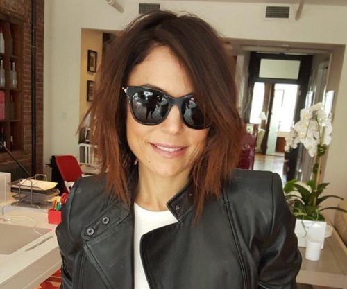 Bethenny Frankel shows off mystery man, new haircut