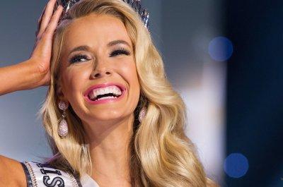 Miss Oklahoma Olivia Jordan is crowned Miss USA 2015
