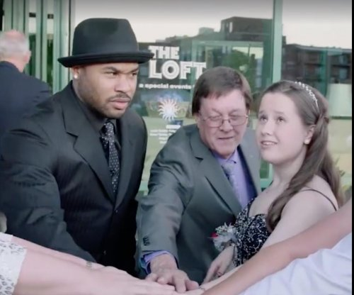 Baltimore Ravens' Steve Smith goes to prom with autistic fan
