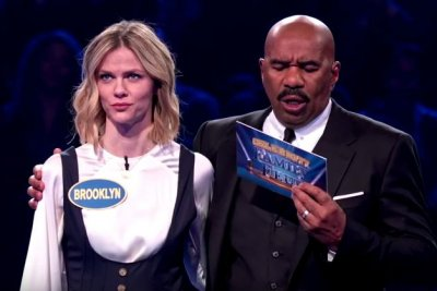 'Celebrity Family Feud': Brooklyn Decker, Andy Roddick win $25K for charity