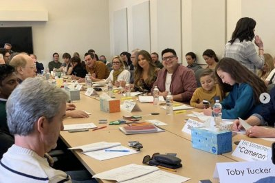 'Modern Family' stars attend emotional final table read