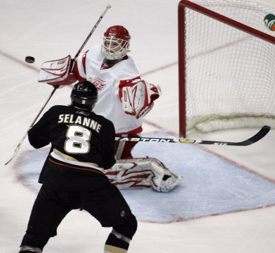 NHL: Anaheim 3, Chicago 0