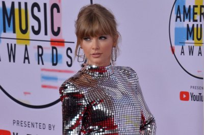 Taylor Swift signs new deal with Republic Records, Universal Music Group