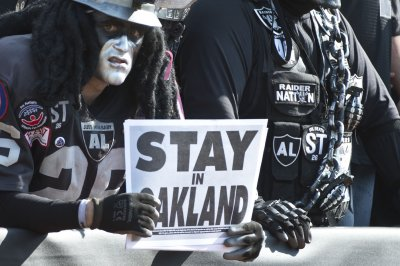 Sheldon Adelson withdraws from Oakland Raiders stadium deal