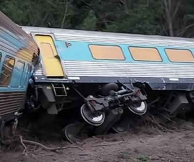 2 dead after passenger train derails in Australia