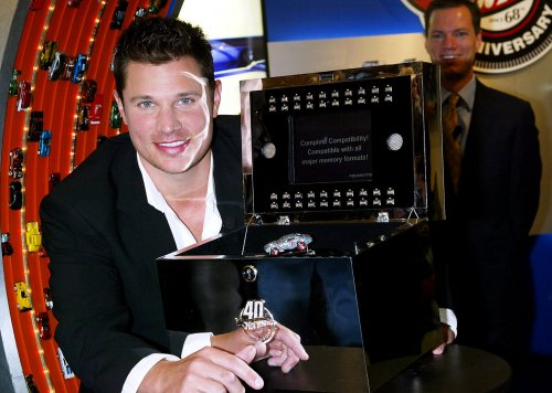 Lachey records song with 'Idol' judge