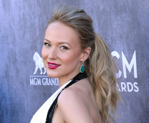 Jewel details her past romance with Sean Penn