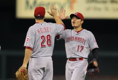 Reds defeat Royals in Game Two