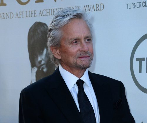 Michael Douglas fails to guess Jon Cryer's 'Pretty in Pink' charades impression