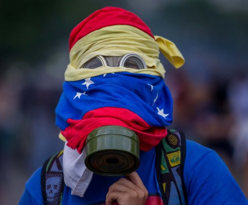 Poll: Venezuelans say they 'suffer' more than 'thrive'