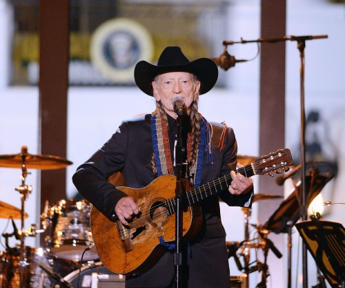Willie Nelson, Neil Young to headline Farm Aid