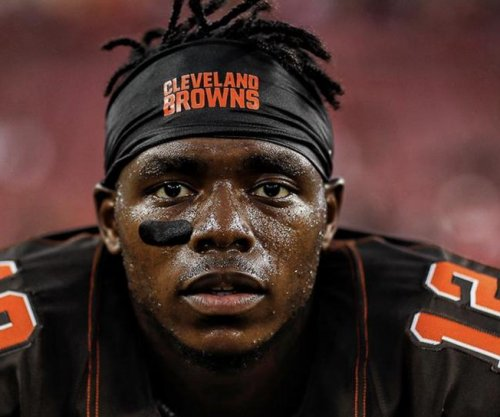 Josh Gordon: Cleveland Browns re-sign wide receiver