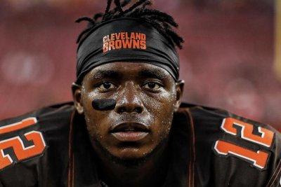Josh Gordon: Cleveland Browns re-sign wide receiver