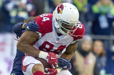 Cardinals' Gresham performs random act of kindness at airport