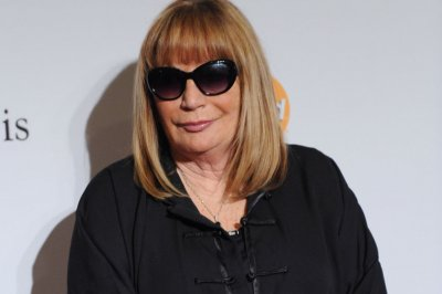 Hollywood remembers Penny Marshall as 'great comedienne,' 'dear friend'