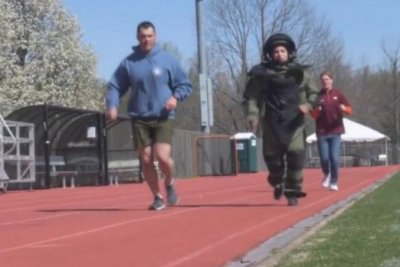 Army captain runs a mile in bomb disposal suit for world record