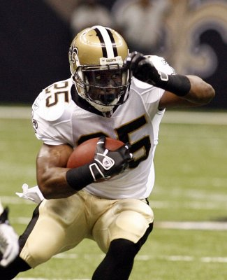 Reggie Bush forfeits 2005 Heisman Trophy
