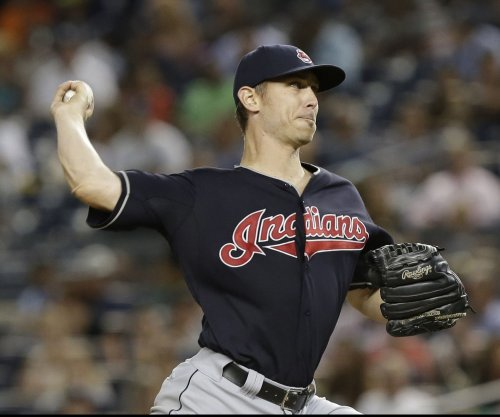 Josh Tomlin (6-0) helps Cleveland Indians sweep Cincinnati Reds