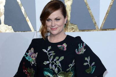 Amy Poehler and Tina Fey share Creative Arts Emmy for guest hosting 'SNL'