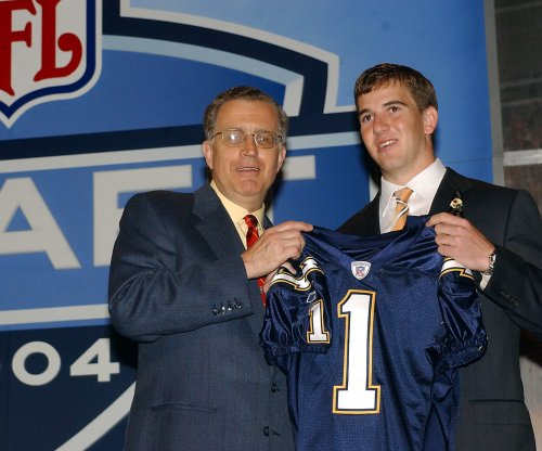 New York Giants QB Eli Manning kept Chargers jersey from 2004 NFL Draft