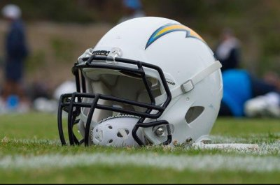 Faye Spanos, wife of Chargers owner, dies at 92