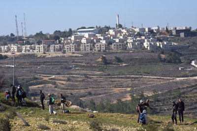 Israel unveils plan for 800 more settlements in disputed West Bank