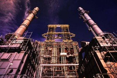 Suncor completes acquisition of Canadian Oil Sands