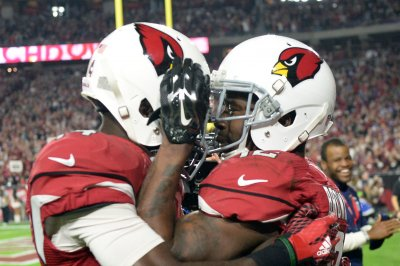Arizona Cardinals' RG Evan Mathis, WR J.J. Nelson exit with injuries