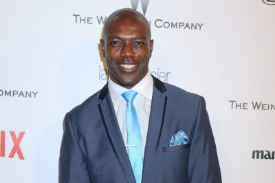 Terrell Owens a free agent after being released by Edmonton Eskimos