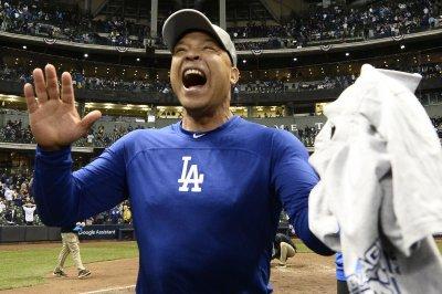 Dodgers pick up 2019 option for skipper Dave Roberts