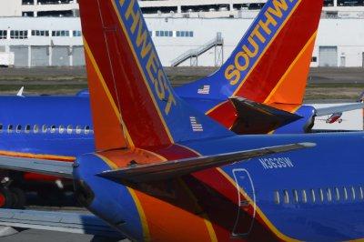 Airlines cancel hundreds of flights as Dorian threatens Florida coast