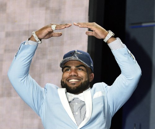 "Ezekiel Elliott: Dallas Cowboys running back out for ""some time"" after injury"