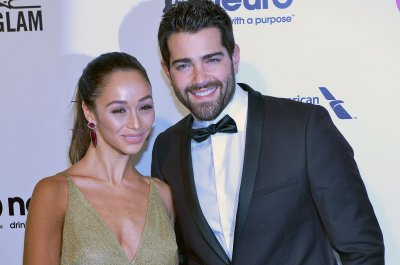 Jesse Metcalfe engaged to girlfriend Cara Santana