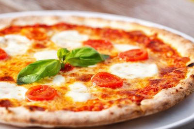 Italian pizzeria hands out free pizza to drivers stuck in traffic jam