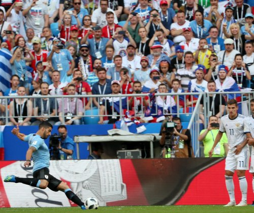 World Cup: Luis Suarez pockets grounder free kick vs. Russia