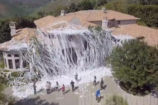 Howie mandel 39 s home targeted in epic toilet paper prank for Howie at home