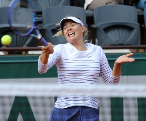 Sharapova, Azarenka roll; Venus exits French Open